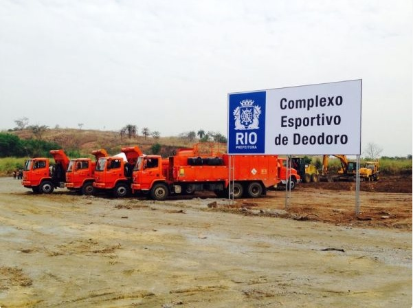 Trucks and diggers arriving to start long-awaited construction work on the Deodoro Cluster ©Rio 2016/Patricia da Matt