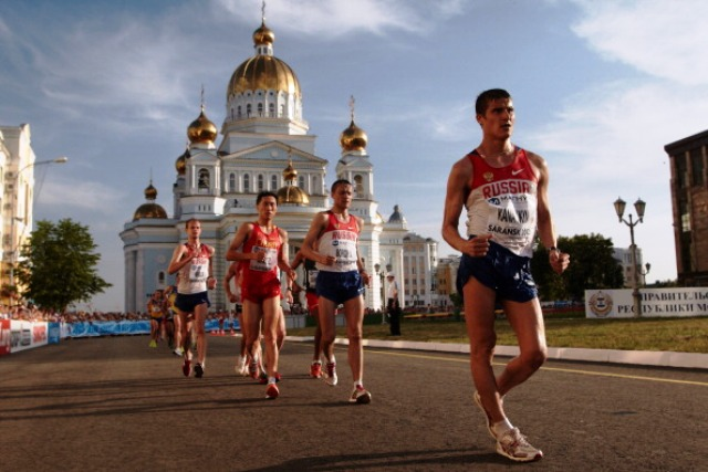 Vladimir Kanaykin (right) was one of a number of Russian walkers to be banned in 2008 for testing positive for EPO ©Getty Images