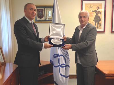 Azerbaijan's Ambassador to Vaqif Sadiqov receives a souvenir of his visit to the European Olympic Committees in Rome from secretary general Raffaele Pagnozzi ©EOC