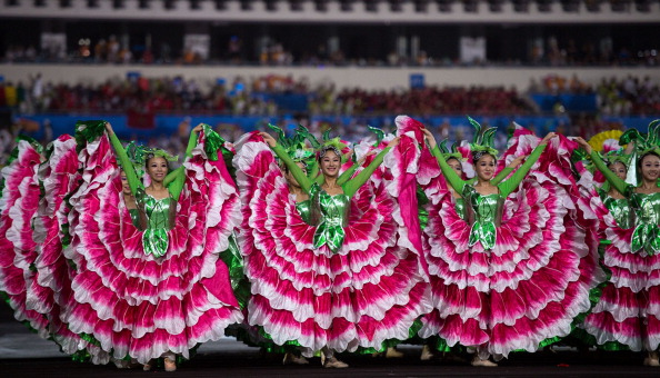 A group of dancers brought a splash of colour to proceedings ©AFP/Getty Images