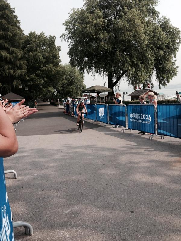 Brittany Dutton puts Team Oceania in the lead in the triathlon ©Twitter