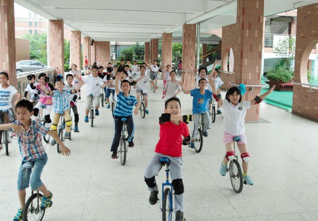 Children in Nanjing trying there hand at cycling ©Twitter