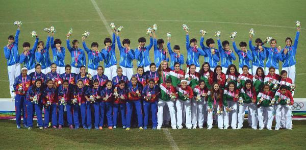 China stand atop the podium after a 5-0 victory in the women's football final ©Twitter