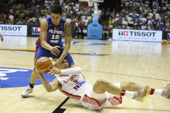 Croatia's Dario Saric vies with Philippines' Marc Pingris during the team's Group B match at the 2014 FIBA World Cup in Seville ©Getty Images