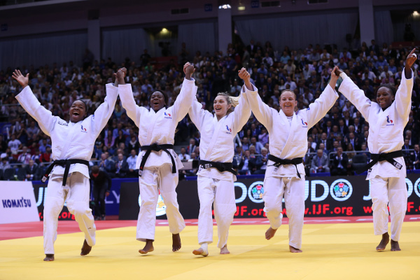 The French celebrate their victory over Mongolia in the women's event event ©IJF