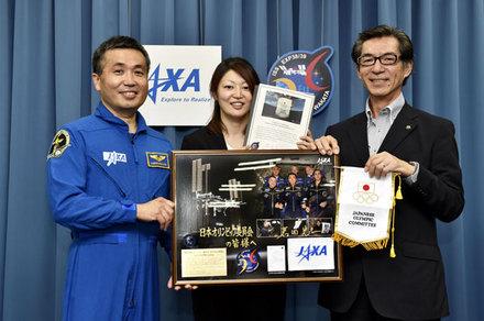 From left Astronaut Koichi Wakata, Japanese ice hockey player Kubo Hanae and Japanese Olympic Committee executive director Hiraoka Eisuke ©Fort Kishimoto