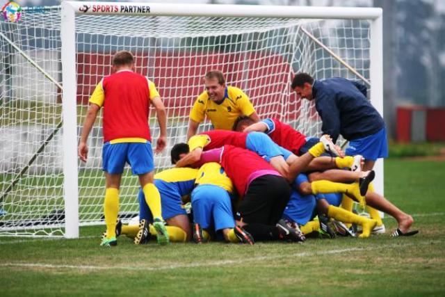 The Ukrainian players celebrate a second successive European title in Maia ©CPISRA