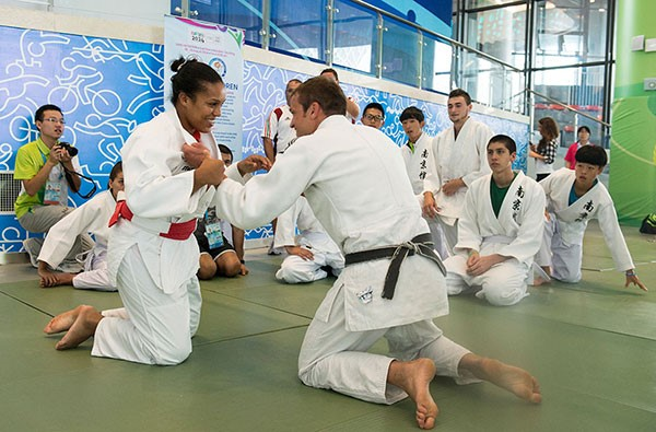 Lucie Décosse led the Initiation Session in the Youth Olympic Village ©IJF