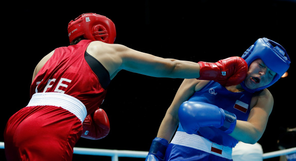 Nien-Chin Chen of Chinese Taipei (left) lost to Elzbieta Wojcik of Poland in the women's middleweight gold medal bout ©Nanjing 2014