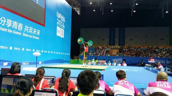 Ovia Bea gets the weightlifting up and running here in Nanjing ©Twitter