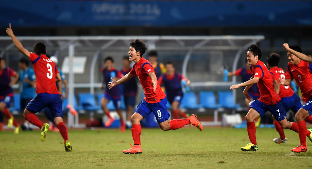 South Korea's men beat Iceland on penalties after a 1-1 draw to reach the final of the football competition ©Nanjing 2014