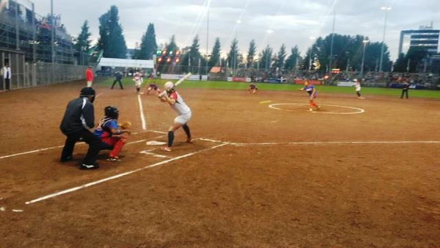 The United States maintained their 100 per cent start at the Women's Softball World Championships with a sixth win on the spin ©Haarlem 2014/Facebook