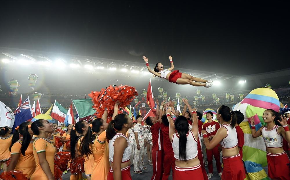 The performers had a bit of fun after the curtain closed on the Ceremony ©Nanjing 2014