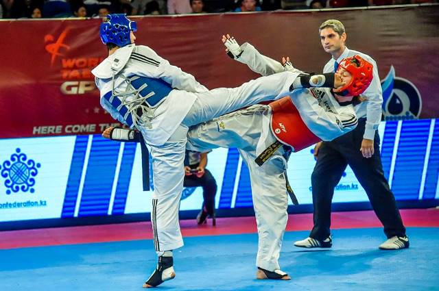 Yun Fei Guo (left) caused an upset in Astana by overcoming Swede Elin Johansson in their gold medal match ©WTF