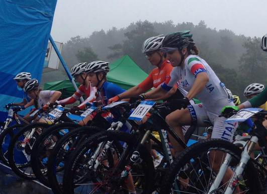 Cyclists start the mixed international relay ©Nanjing 2014