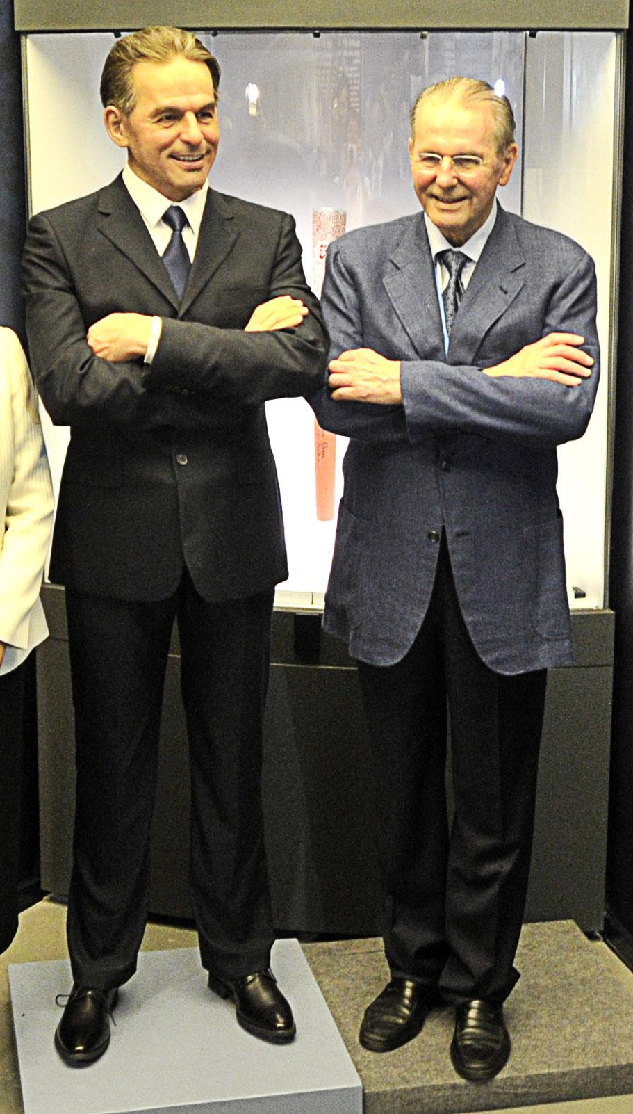 Former IOC chief Jacques Rogge posed behind a waxwork...of himself ©Nanjing 2014