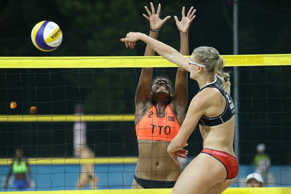 Germany taking on Trinidad and Tobago ©FIVB