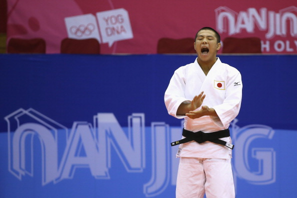 Gold medal winner Hifumi Abe celebrates an earlier victory at Nanjing 2014 ©Getty Images