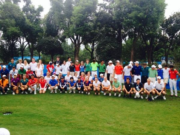 Golf athletes pose before the final round ©Twitter