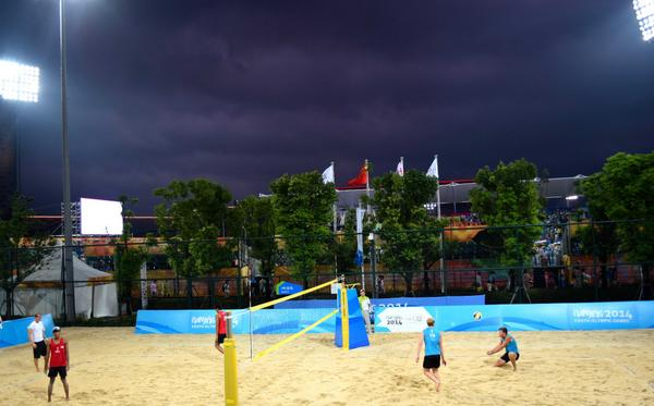 It's been a busy day of beach volleyball action today with the rounds of 24 and 16 taking place ©Twitter