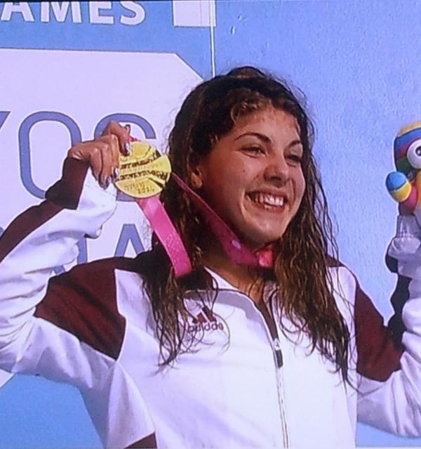 Liliana Szilagyi collects her gold medal ©Twitter