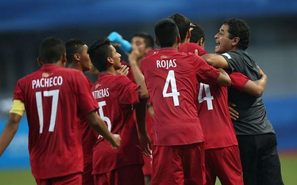 Peru's men's football team celebrate victory in the gold medal final against South Korea ©Twitter