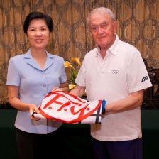 Putian vice-mayor Zhang Libing alongside FIG chief Bruno Grandi following the announcement ©FIG