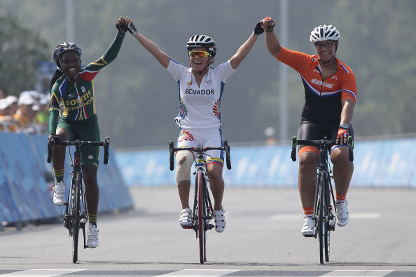 Relebohile Annastacia Pebane of South Africa, Domenica Michelle Azuero Gonzalez of Ecuador and Viviana van Hees of Netherlands ride in the women's team road race ©Getty Images