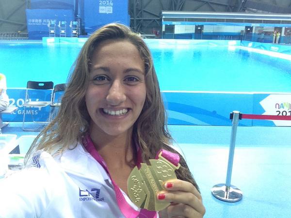 Simona Quadarella celebrates her 800m freestyle gold ©Twitter