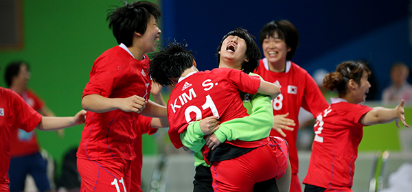 South Korea celebrate after securing a thrilling handball title ©IHF