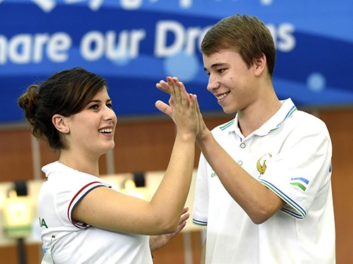 Uzbekistan and Bulgaria celebrate pistol success ©Nanjing 2014