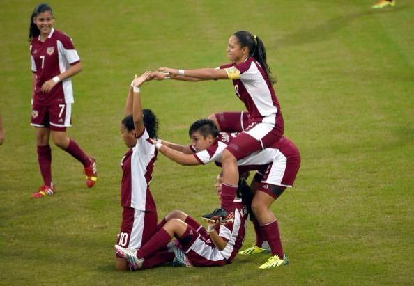 Venezuela celebrate a goal in yesterday's football ©Twitter