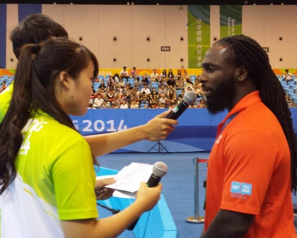 Weightlifting's Athlete Role Model Kendrick J Farris talking with young reporters at the International Expo Centre ©Twitter