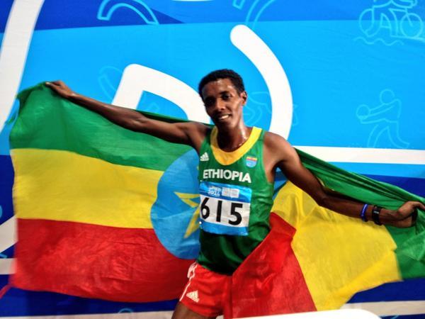 Wogene Sebisibe Sidamo celebrates 2,000m steeplechase gold ©Twitter