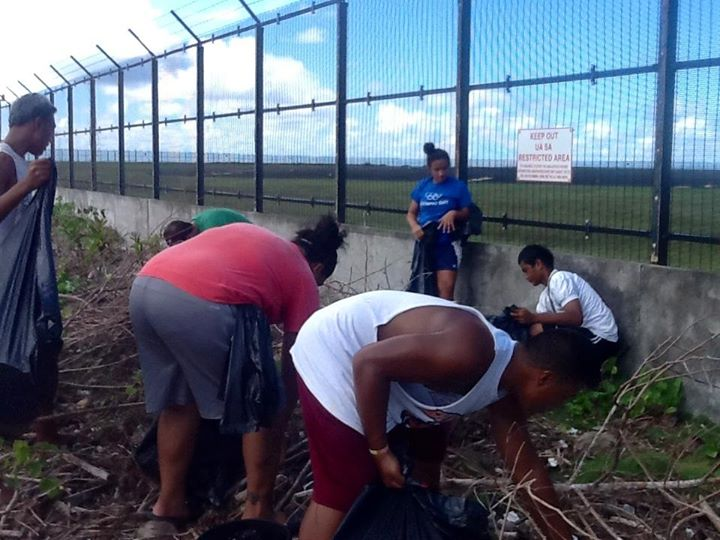 Members of the American Samoa Handball Association take part in a clean-up operation ©Facebook