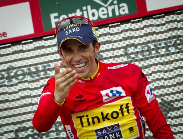 Alberto Contador waves to home fans as he closes in on another Vuelta a España title ©AFP/Getty Images