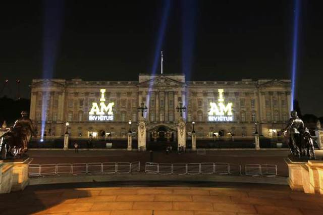Buckingham Palace was lit up to celebrate the start of the Invictus Games ©Invictus Games