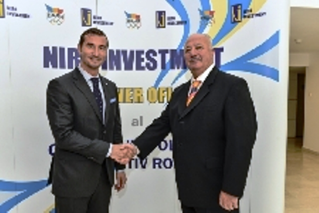 COSR President Alin Petrache (left) shakes hands with Niro Investment director general Vasile Gabriel Nita on a new partnership at Olympic House in Bucharest ©COSR