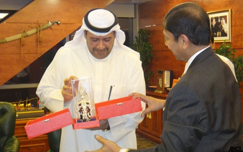 Ajith Nivard Cabraal, head of the Organising Committee for the Asian Youth Games in Sri Lanka, meets OCA President Sheikh Ahmad. Al-Fahad Al-Sabah at a meeting where they reassured him that they could organise the event ©National Olympic Committee of Sri Lanka
