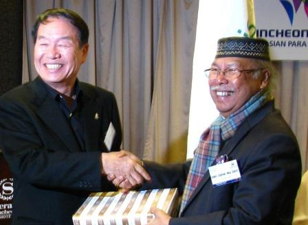 APC President Dato Zainal Abu Zarin (left) and Organising Committee chief Kim Sung Il see the participation as a way to improve North-South relations ©APC