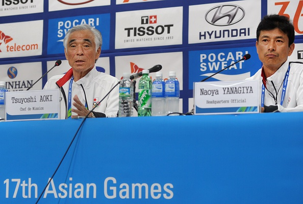 Japanese Chef de Mission Tsuyoshi Aoki (left) confirmed the swimmer had been expelled this morning ©AFP/Getty Images