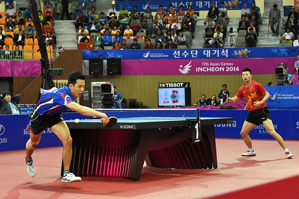 Ma Long and Joo Sae-hyuk in the table tennis ©AFP/Getty Images