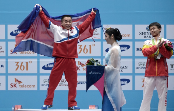 Om Yun-Chol beams as he is awarded gold ©AFP/Getty Images