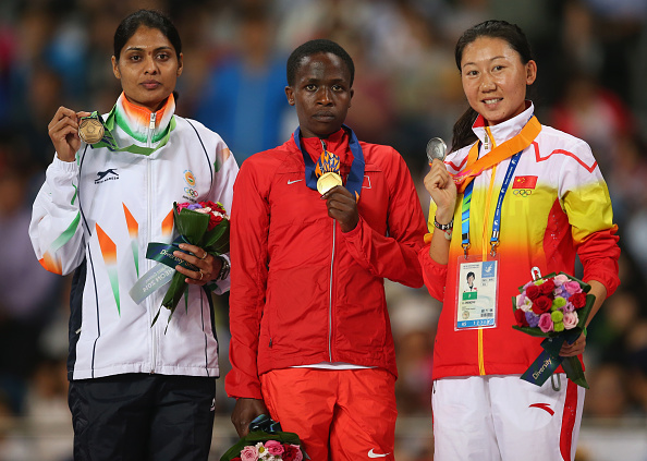 Ruth Jebet collects her gold medal in the 3,000m steeplechase ©Getty Images