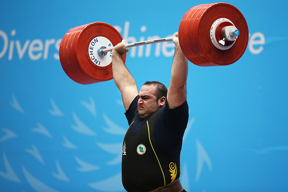 Behdad Salimikordasiabi lifts gold for Iran ©Getty Images
