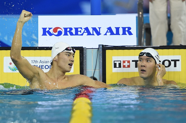 South Korea's Park Taehwan (right) looks on as China's Zetao Ning celebrates after his victory in the final of the men's 100m freestyle ©AFP/Getty Images
