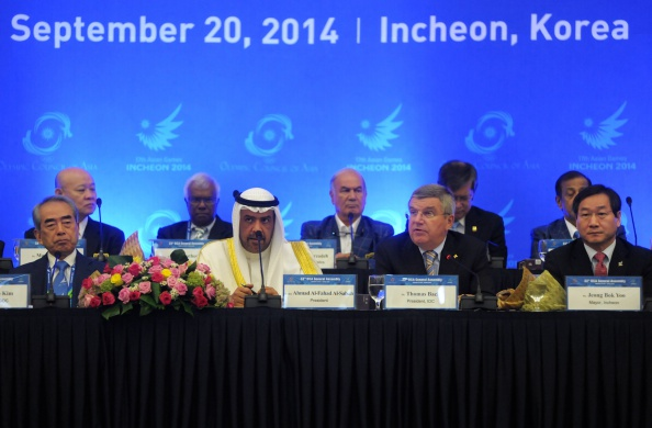 Thomas Bach and Sheikh Ahmad Al Fahad Al Sabah among those on the top table of the OCA General Assembly ©AFP/Getty Images
