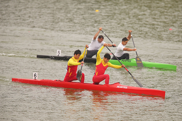 Zheng Pengfei and Wang Riwei in the C2 1000m canoe sprint ©Getty Images