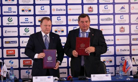 A deal to work together has been signed by Marius Vizer and Vasily Shestakov, the Presidents of the International Judo Federation and International Sambo Federation ©IJF