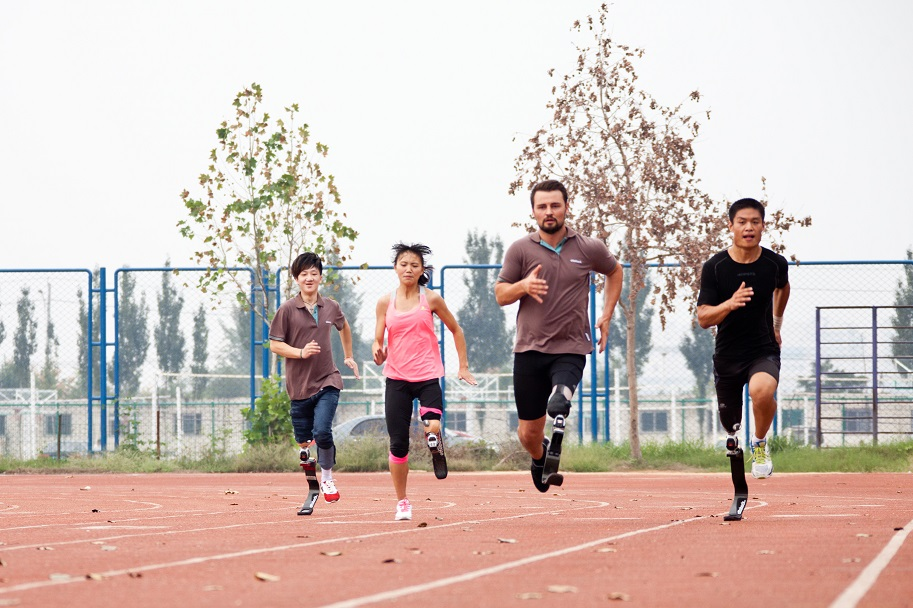 Ottobock Ambassador Paralympic and world Champion Heinrich Popow leads the first Ottobock Running Clinic in China ©Ottobock Healthcare